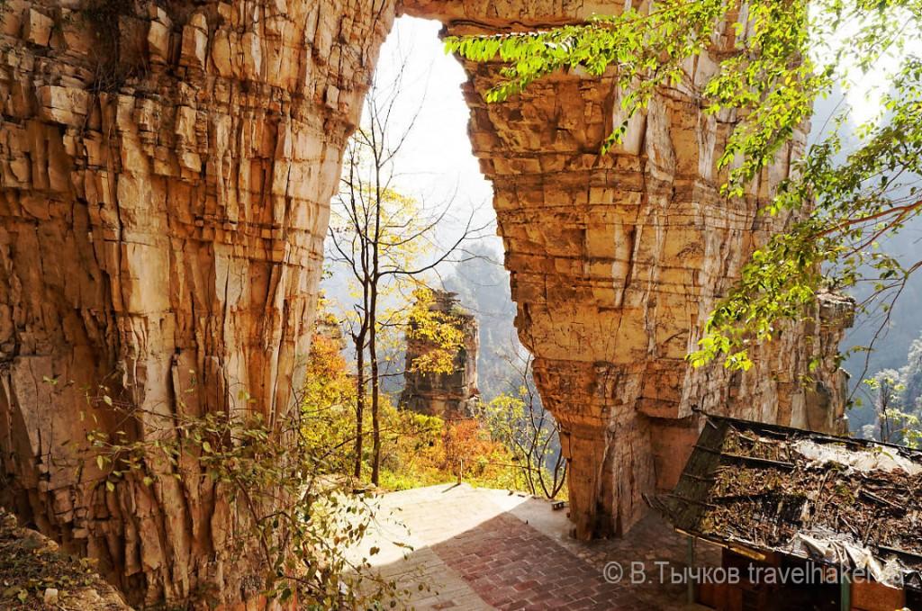 естественный мост небесные ворота в чжанцзяцзе в китае