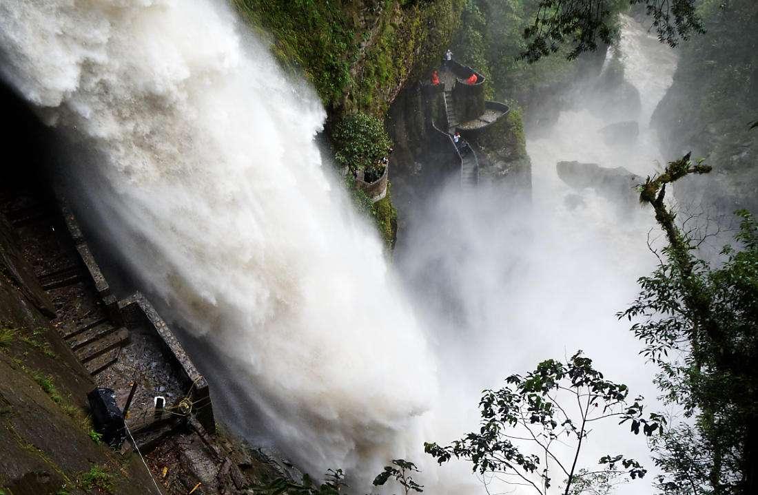 Водопад Котел дьявола, Баньос, Эквадор