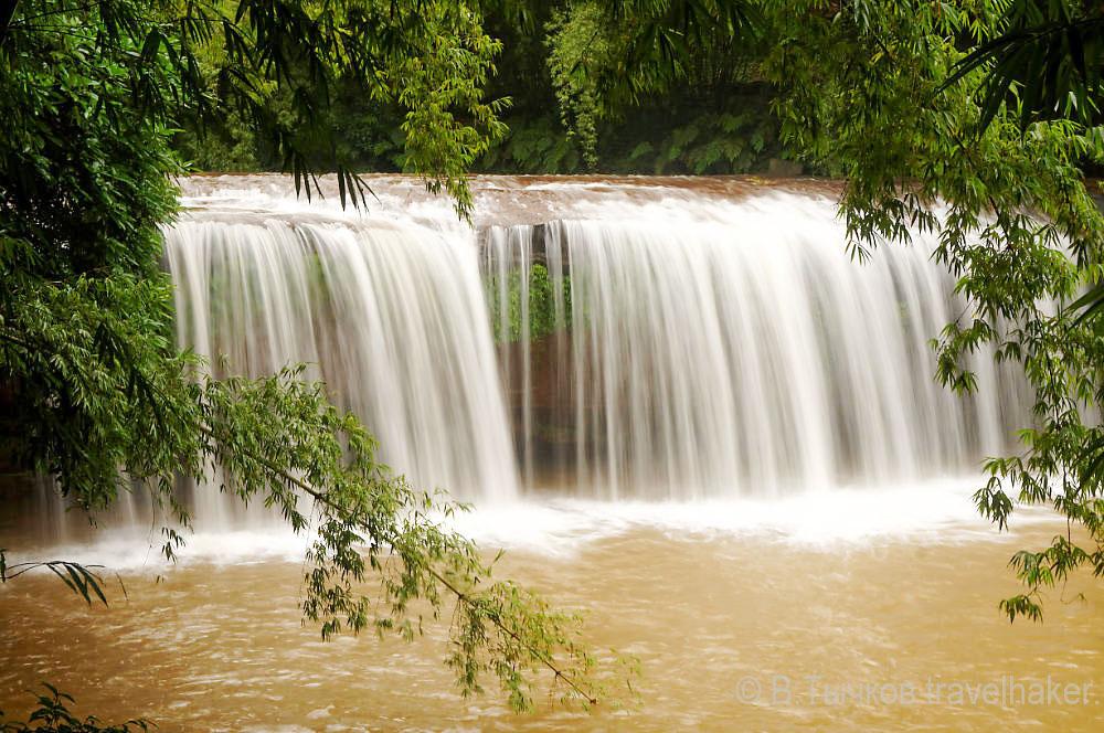 природа китая - водопады в Чишуи