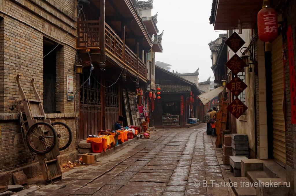 улицы старого города фенгхуанг, китай фото