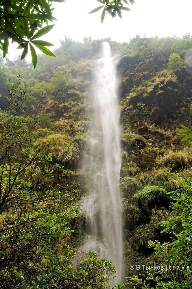 водопад в ущелье малинг