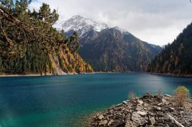 долина цзючжайгоу длинное озеро и снежные горы китай