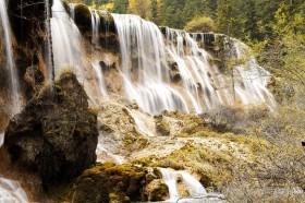 водопад жемчужина в цзючжайгоу китай